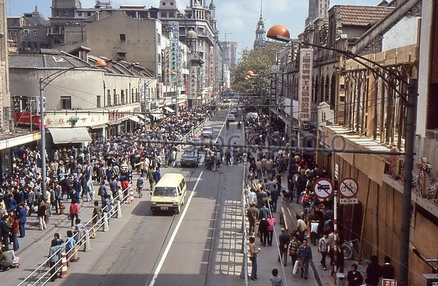 the-nanjing-road-in-shanghai-china-1986-e014bd